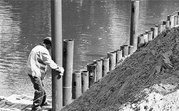 Забивные сваи для укрепление берега