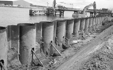 Трубчатый шпунт для укрепление берега