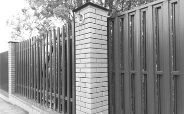 Кирпичные опоры для заборов и ворот